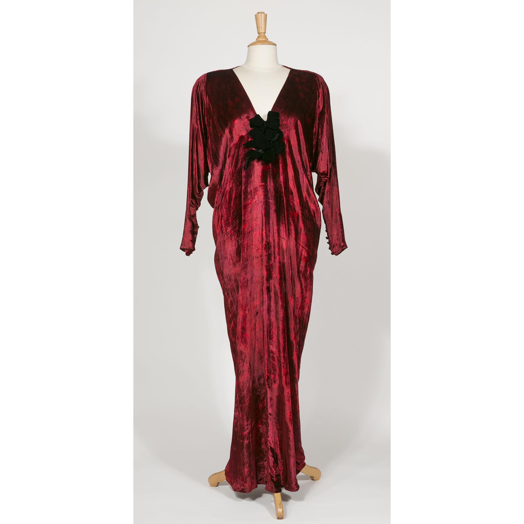 ysl haute couture robe velours de soie rouge vintage. Black Bedroom Furniture Sets. Home Design Ideas